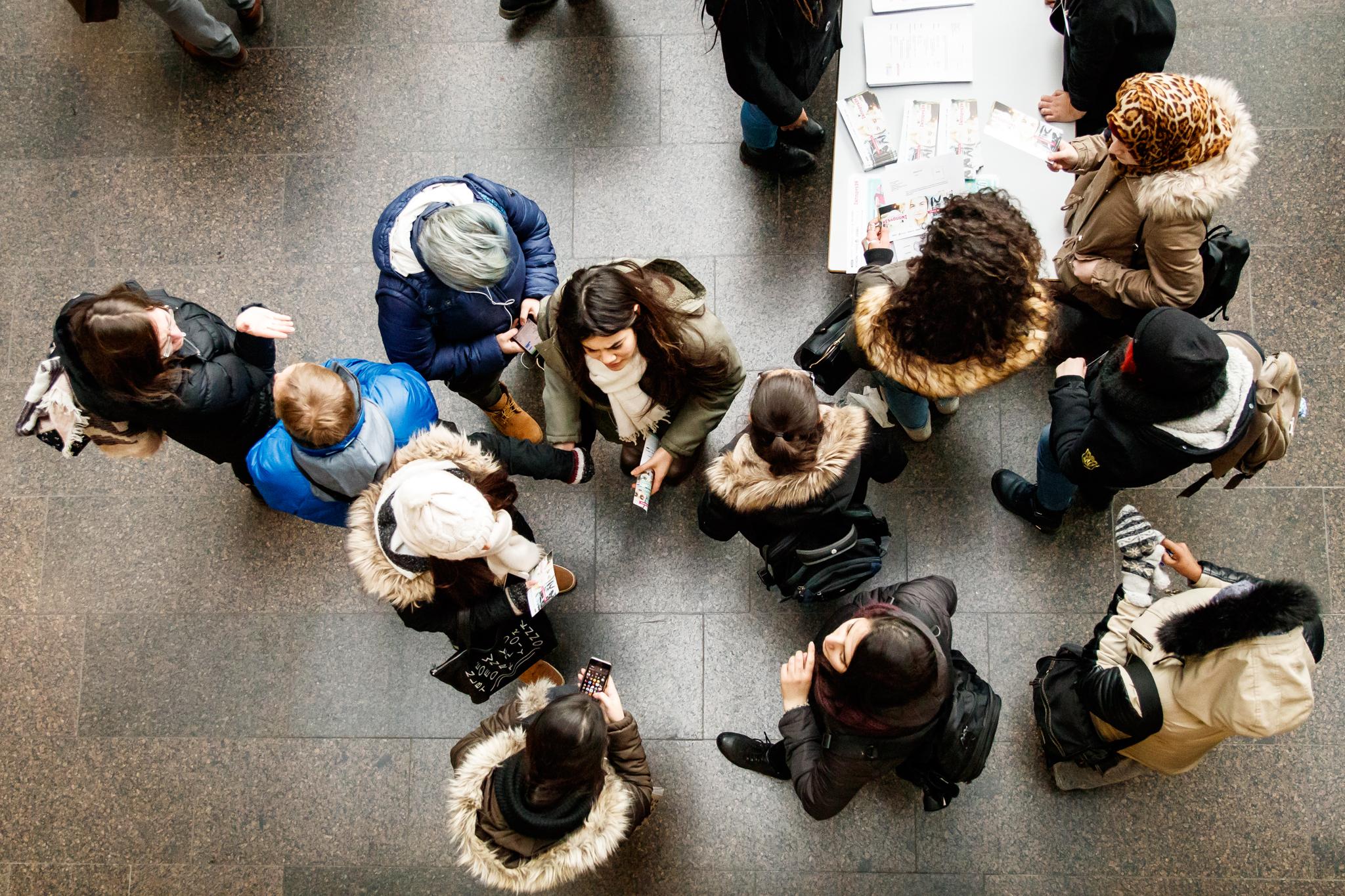 Nuoret ja kesätyönantajat kohtaavat toimintakeskus Hapessa. Kuva: Jani Lappalainen